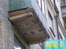 На улице Первой Морской, 16а реставрируют балконы
