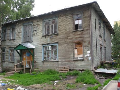 По программе на 2013- 2014 год подлежат расселению 17 домов, в которых расположено 100 жилых помещений и