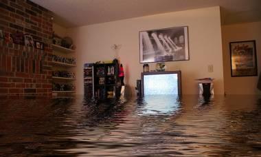 Дом уже сутки заливает водой, во что теперь выльется его ремонт