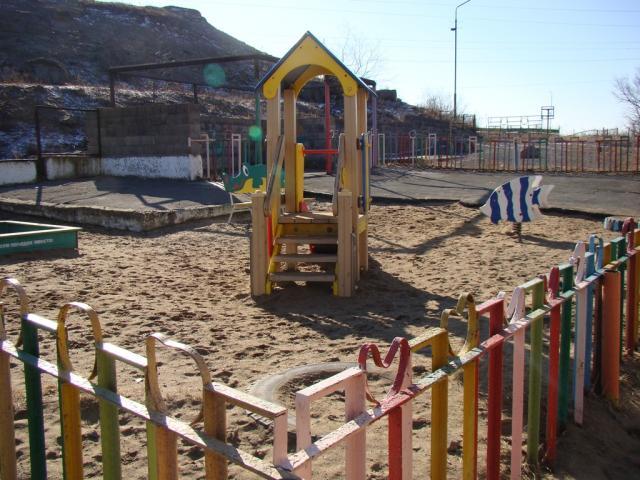 Новые игровые комплексы украсили более 30 детских садов