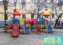 Во Владивостоке детскую площадку строит местный житель за свои деньги