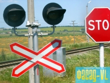 В районе мыса Кунгасный идет ремонт железнодорожного переезда