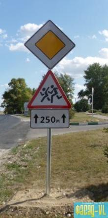 Устанавливают и меняют дорожные знаки во Владивостоке каждый день